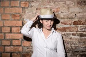 Ingrid Häfner, eine Frau, die ihr Publikum mit einer Menge Temperament musikalisch unterhält